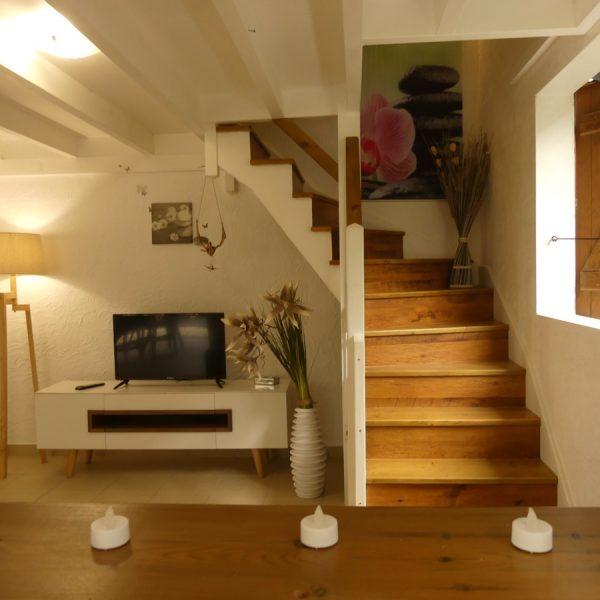 24 tv escalier